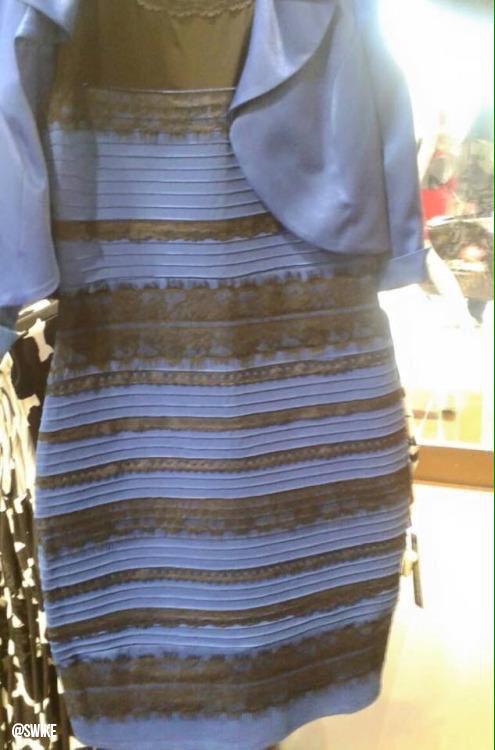 どう頑張っても青黒にしか見えないんだけどロケスタッフさんとやったら2対4で白金派が多くて衝撃!RT @Wonderland_248:  白と金が見える人→左脳派(論理、数学重視) 青と黒が見える人→右脳派(直感的、クリエイティブ重視) http://t.co/bXpGSZsCa4