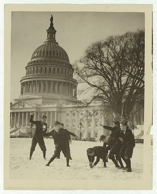 Time for our Pic of the Week! It's a snow fight on the Capitol plaza. http://t.co/a41tL8wnxt #ICLblog http://t.co/H34bE1xso6