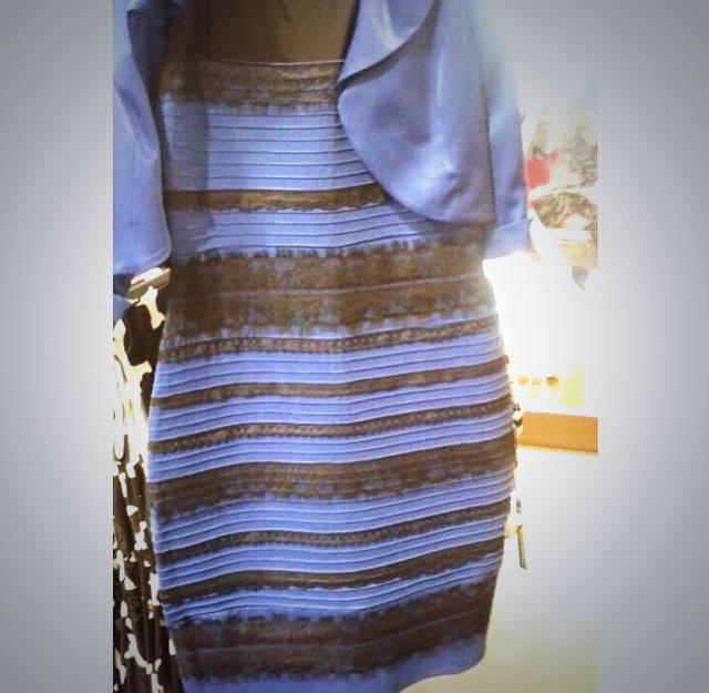 Голубое платье с золотым
