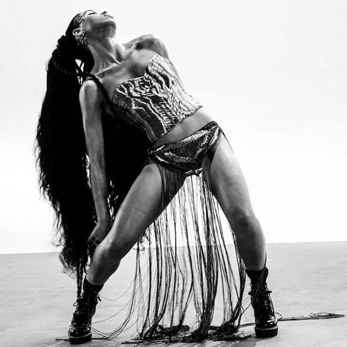 Watch this @FKAtwigs choreographed dance from Catch Me Daddy: http://t.co/MVtCWFIfpO http://t.co/fRK5ctqWio