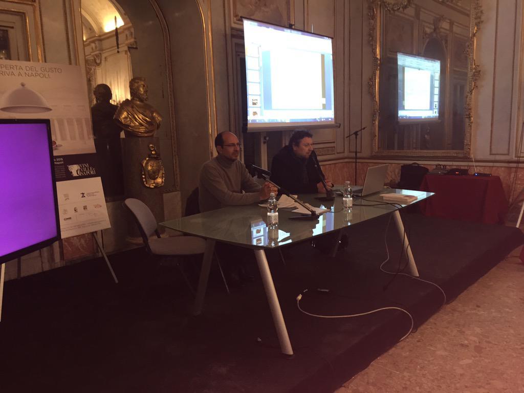 Tocca adesso a Mauro Olivieri, food designer #foodmap #VVS15 http://t.co/3nPVTWkcBs