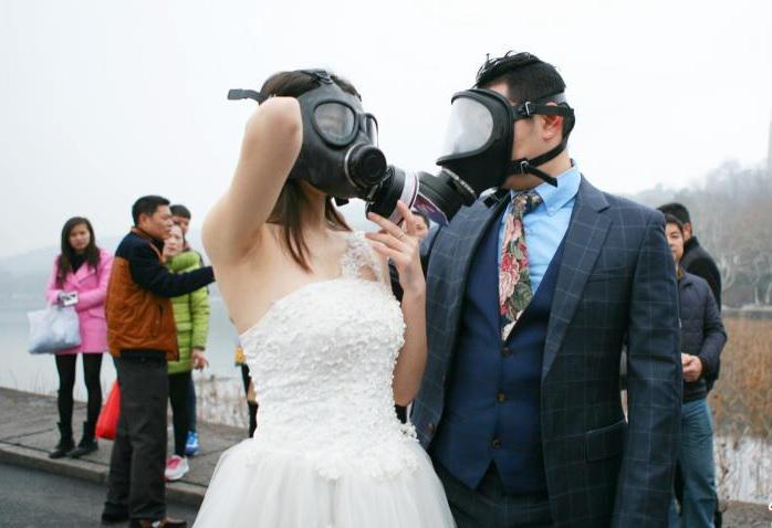 "People's Daily, China on Twitter: ""A Chinese couple with gas masks ..."