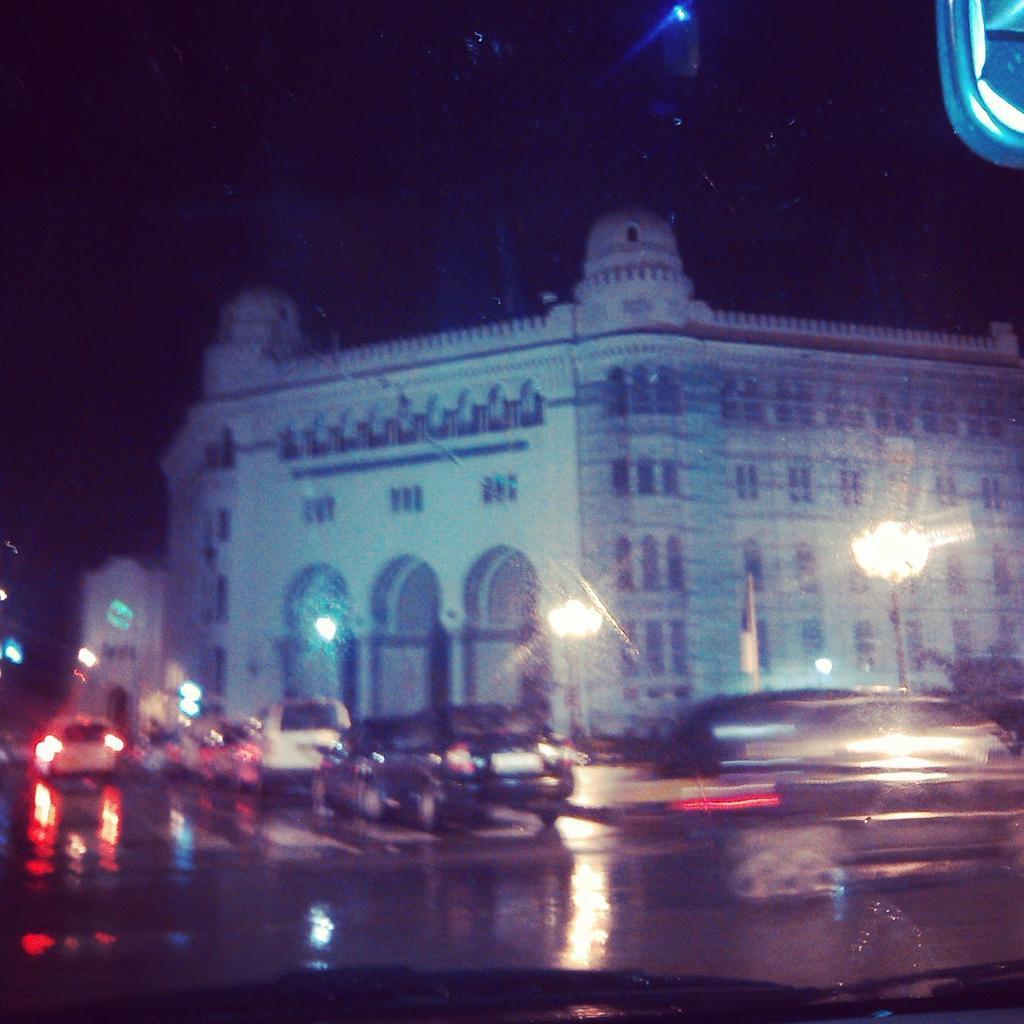 #Alger by night il #pleut <br>http://pic.twitter.com/Rj0AbXFpus
