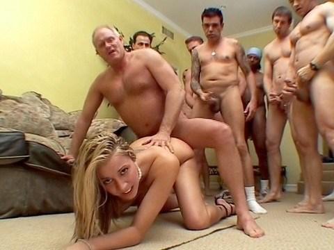 Фото мужики встали в ряд трахаются в жопу — 14