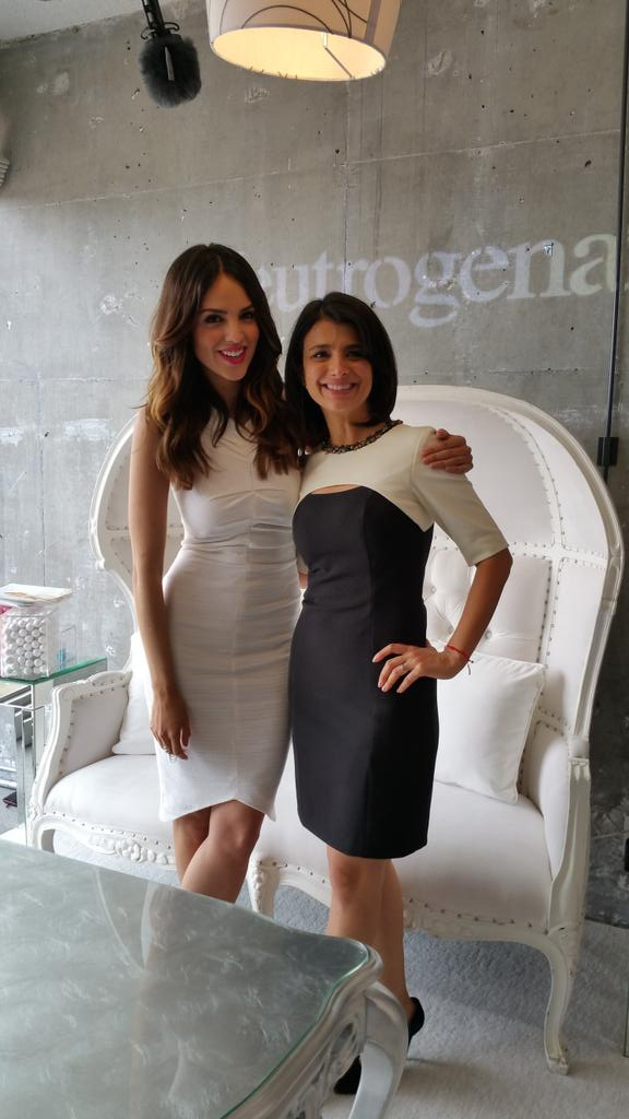 @laflowers looks like a movie star too! Aqui con  @eizamusica #WeAllGrow http://t.co/itbAoOO3bz