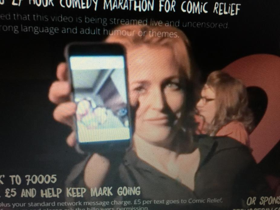 And @davidduchovny has just texted @GillianA for charity!!!! :) #Watson27 @comicrelief #GillianAnderson http://t.co/sYiM6f7g5D