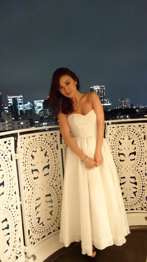 白いドレスの大島優子