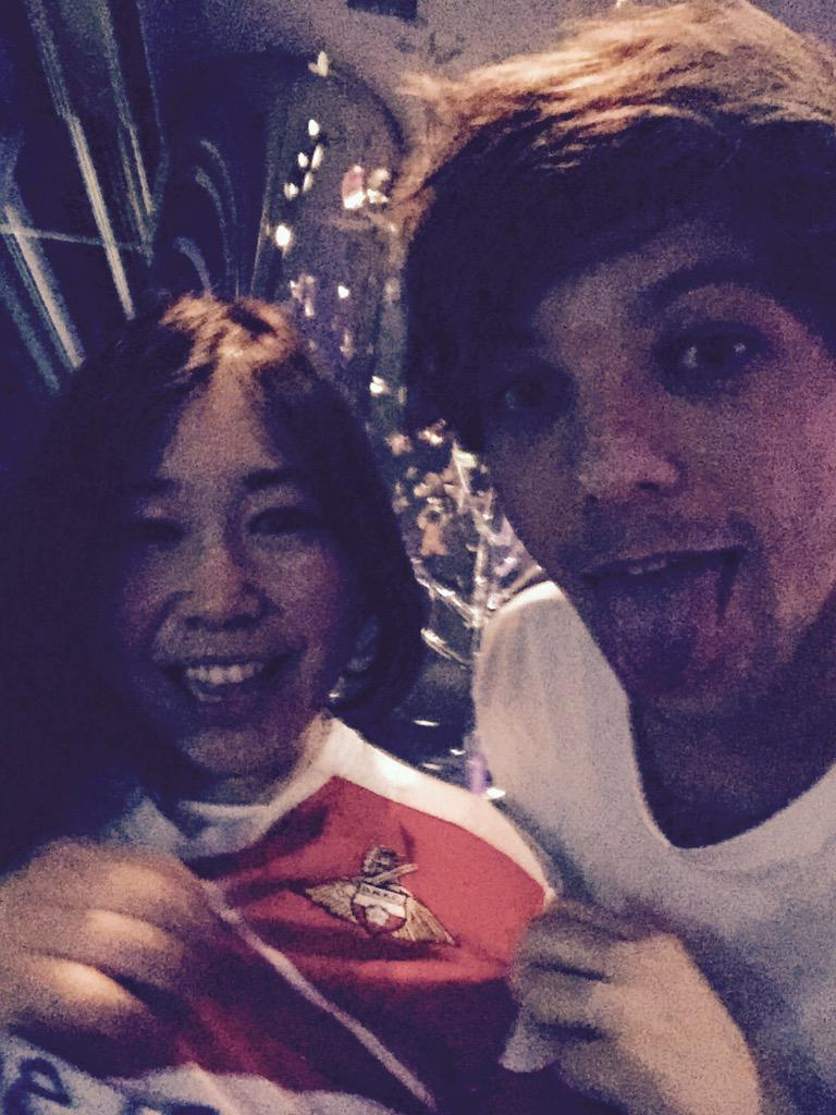 RT @Louis_Tomlinson: Great shows so far in Japan ! Buzzing to see a fan in a Donny shirt haha !! http://t.co/ppvHFsqHO9