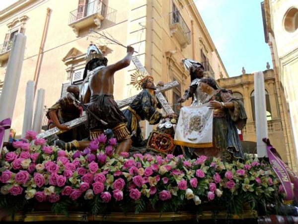 RT @ItalyMagazine Are you familiar with Sicily's beloved religious celebrations? Here's a round-up: http://t.co/NHpDfJdN6p