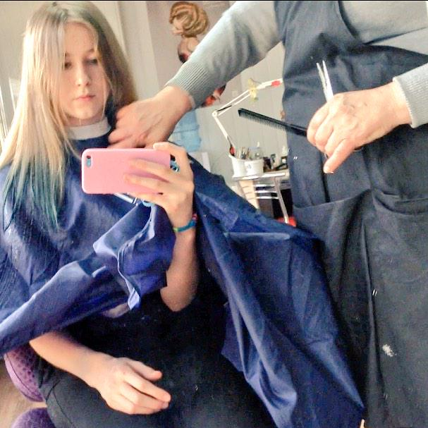 Cut my hair  #жизнь #ухх  #какхорошо  #ютуб  #волосы #новаяя #насвязи #xDpic.twitter.com/nXYT1k3Sz2