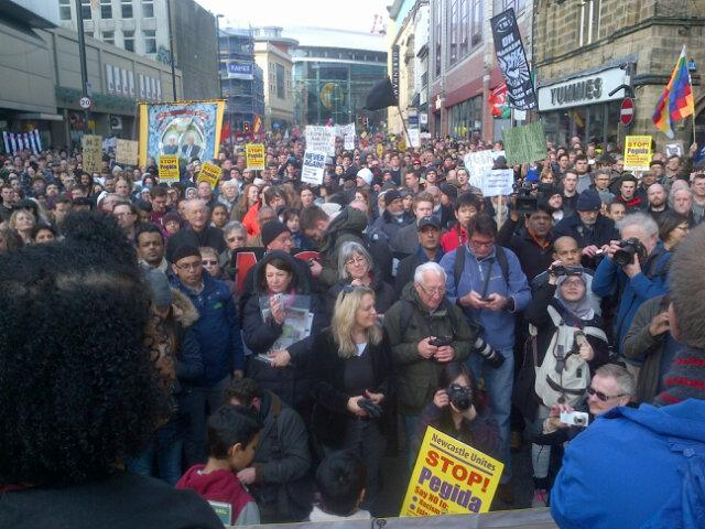 Police saying 3,000 on march against Pegida in Newcastle. Fantastic! No Nazis here or anywhere #uaf #NewcastleUnites