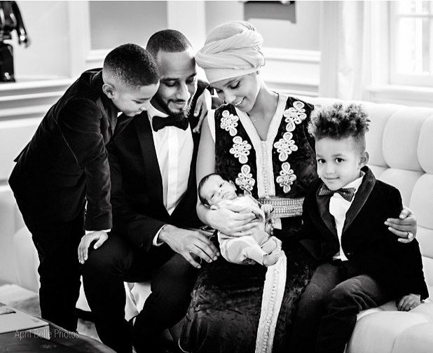 RT @DailyMailCeleb: Alicia Keys shares first pictures of newborn son in stunning Insta post http://t.co/ZZKwZmQdqP http://t.co/sSL8HcwaHT