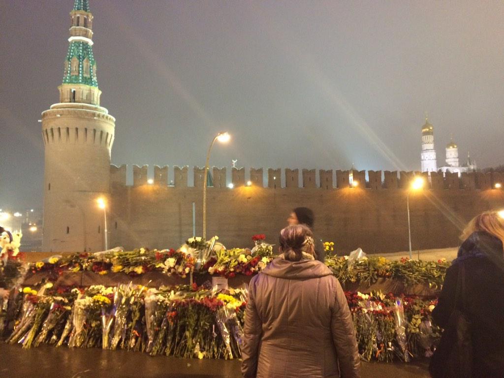 Flowers for Boris #Nemtsov at the Kremlin wall. http://t.co/wzann4WHrK