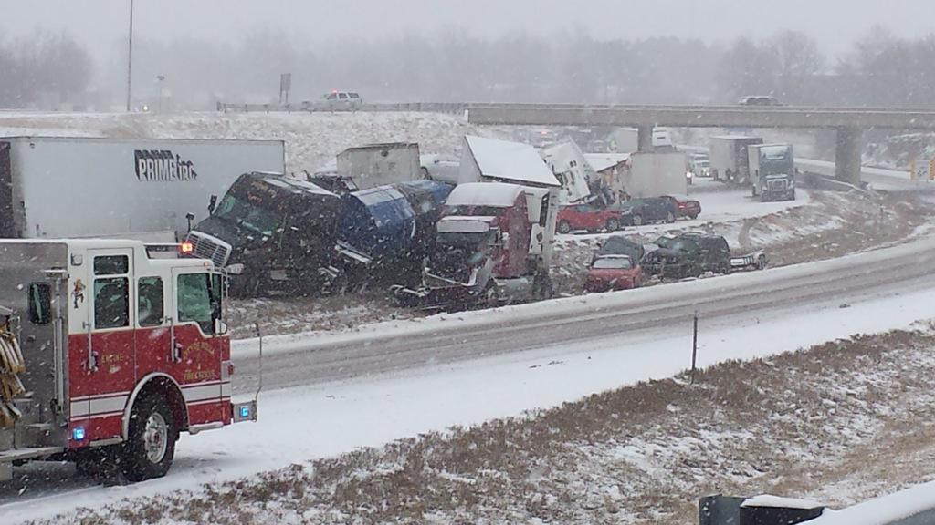 Multi-vehicle crash westbound I-44 at MM 184 in Phelps County has all lanes closed, according to MoDOT. http://t.co/dz0rDKiip0