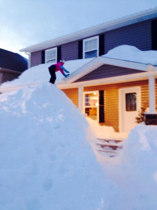 Quand il neige au Canada ça ne rigole pas ! (Vidéo)... B-ALpJMIIAE3fQ0