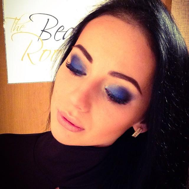 #makeupartist #makeup #deepblueeyes #визажисткиев #макияжкиев #макияж by makeup_elisepic.twitter.com/4pSnwnV5x1