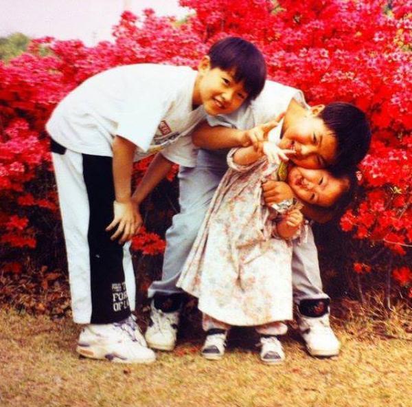 TheDramaKorea On Twitter Foto Masa Kecil Song Joong Ki Dengan Kakak Laki Laki Amp Adik