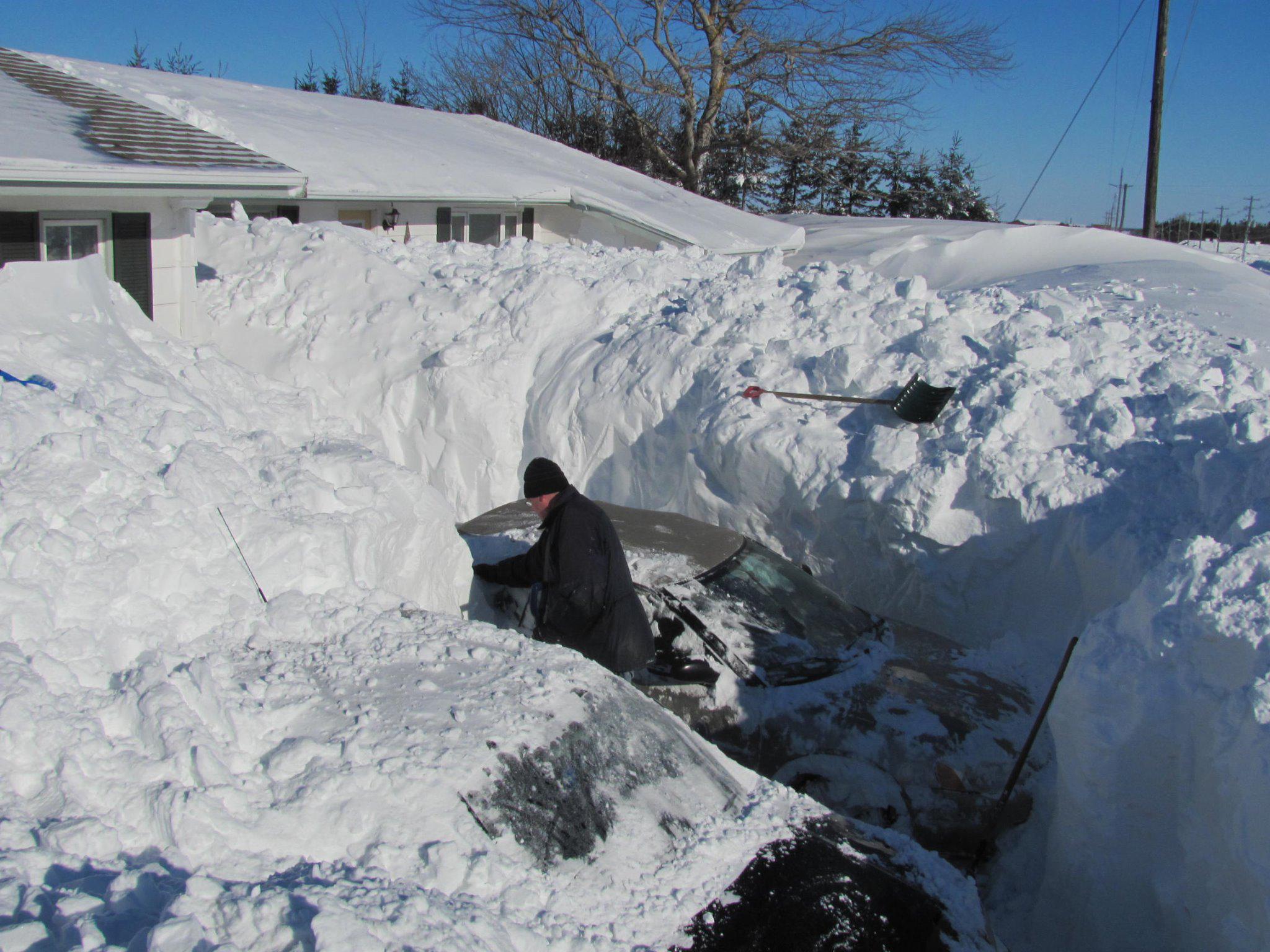 Quand il neige au Canada ça ne rigole pas ! (Vidéo)... B-DYItwIcAIPIfQ
