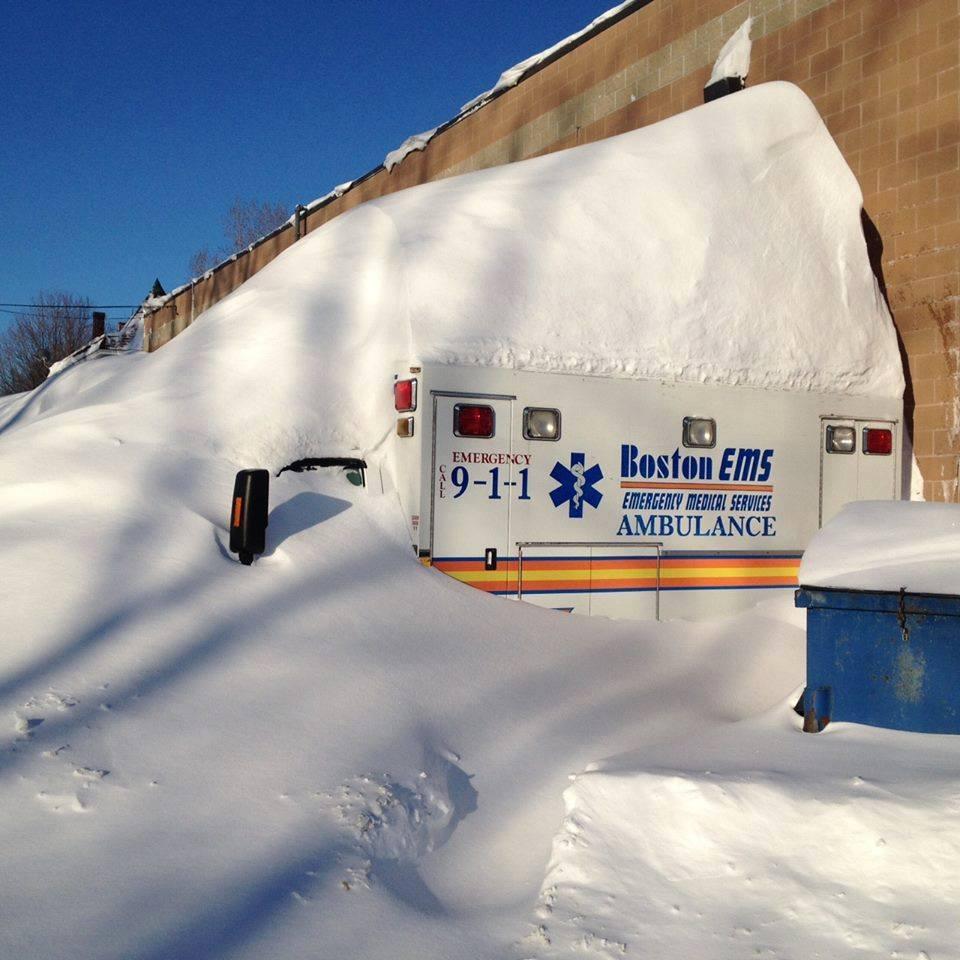 Quand il neige au Canada ça ne rigole pas ! (Vidéo)... B-DfAAWCYAAE2DB