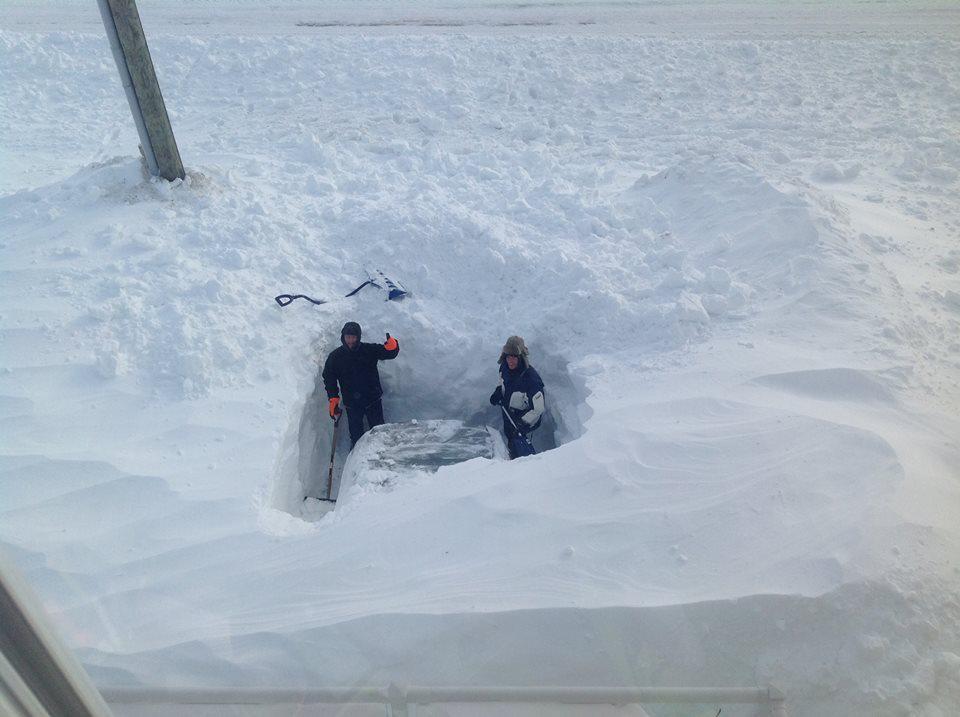 Quand il neige au Canada ça ne rigole pas ! (Vidéo)... B-DngitIgAAcqHB