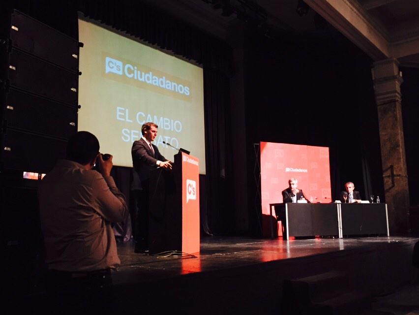 Yo confío en @Albert_Rivera y confío en EL CAMBIO SENSATO, el plan económico que acaba de presentar. @CiudadanosCs http://t.co/BeUn7K0iN1