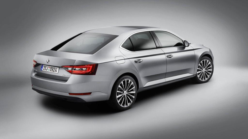 Dit is de nieuwe #ŠKODA Superb http://t.co/vX7cnNhHd7