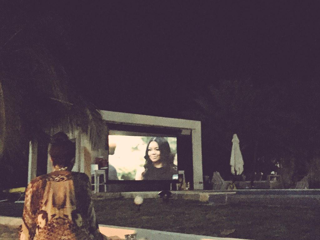 Fireside on the beach in #Haiti watching #BeingMaryJane while this beauty @itsgabrielleu live tweets the show. #werk http://t.co/MDib4FUhHo