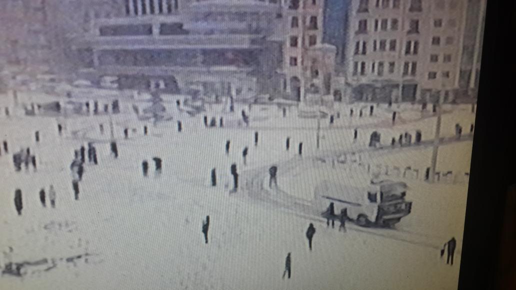 Taksim meydanında bi tane karla ilgili araç yok ama bakınız ne var... http://t.co/sF62BwpGtw