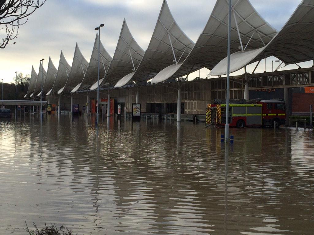 LATEST: @sainsburys car park underwater #plymouth #marsh mills http://t.co/FkeKKUjZOS
