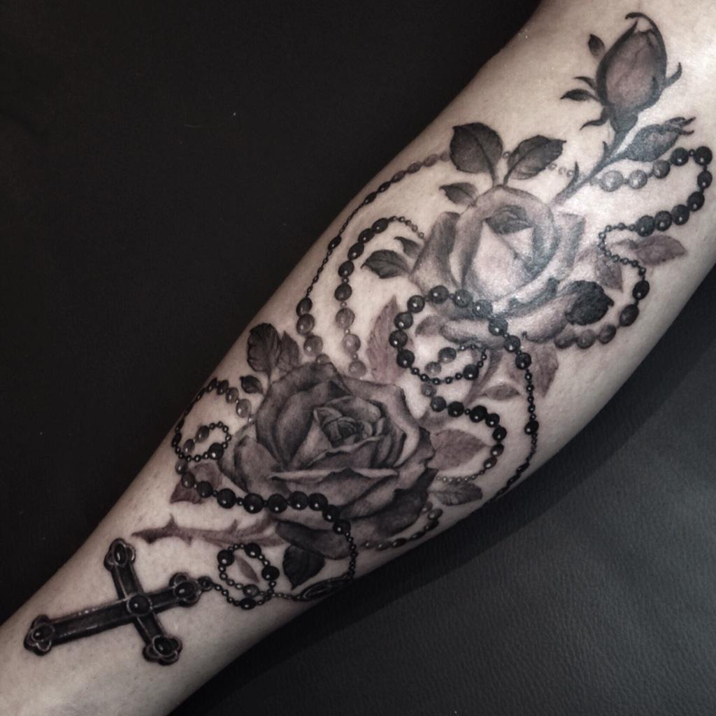 "Kat Von D On Twitter: ""roses+rosary Tattoo I Did Tonite"