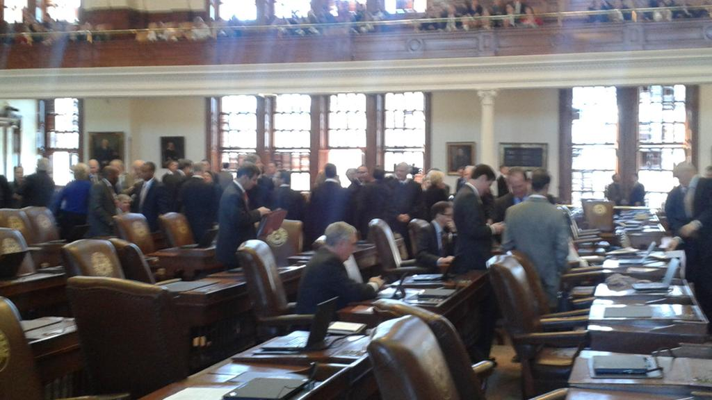 Justices gather to hear #stateofthejudiciary from @NathanLHecht http://t.co/l5cXiPzvRz