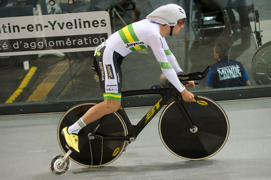 PHOTO Great shot by Casey Gibson - Australia's freak mechanical in team pursuit #aussiecycling http://t.co/K6GDszFhPs http://t.co/ewTkKzXNco