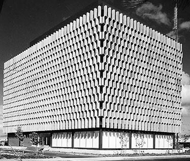 Vladimir Ossipoff's 1962 IBM building in Honolulu http://t.co/morlwLY7UW
