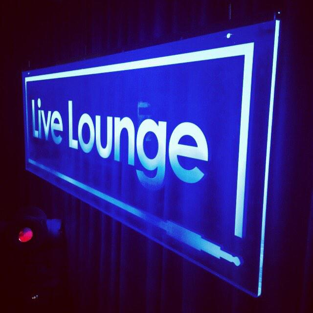 RT @CHVRCHES: HELLO. we are in the Radio 1 Live Lounge this morning with @Fearnecotton from 11am UK time. 🎤🎤🎹🎹🎹 #radio1 @BBCR1 http://t.co/…