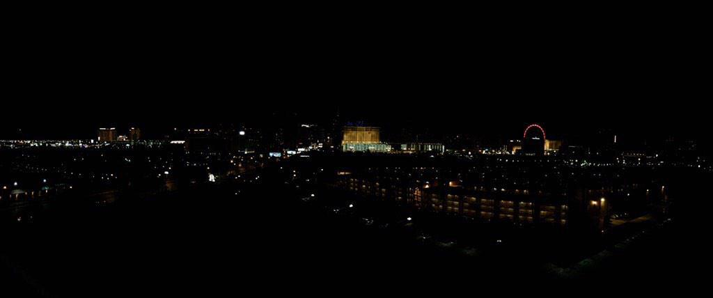 You don't see a dark Vegas strip too often. #DimLights4Tark #AlwaysARebel http://t.co/PDNr1zd6GO