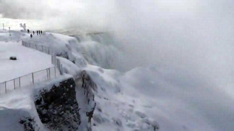 Niagara Falls has frozen over. http://t.co/iD2wZsGCk6 http://t.co/c8Eyh4IK82