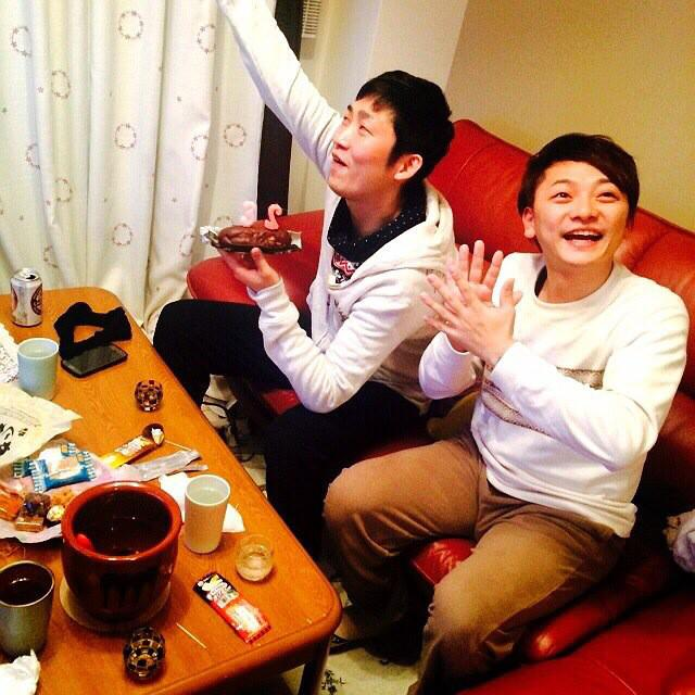 石田さんが35歳になりましたよ!!でっけー甕に入った日本酒を早速飲むクズっぷりです!!いい歳になりそうです!おめでとうございます!! http://t.co/13WqkF4C7m