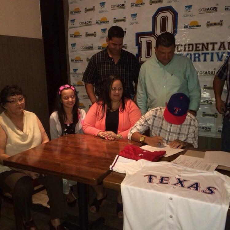 The Rangers have signed Rougned Odor's younger brother. He is also an infielder, and he is also named Rougned Odor. http://t.co/GRX7JvRRz2