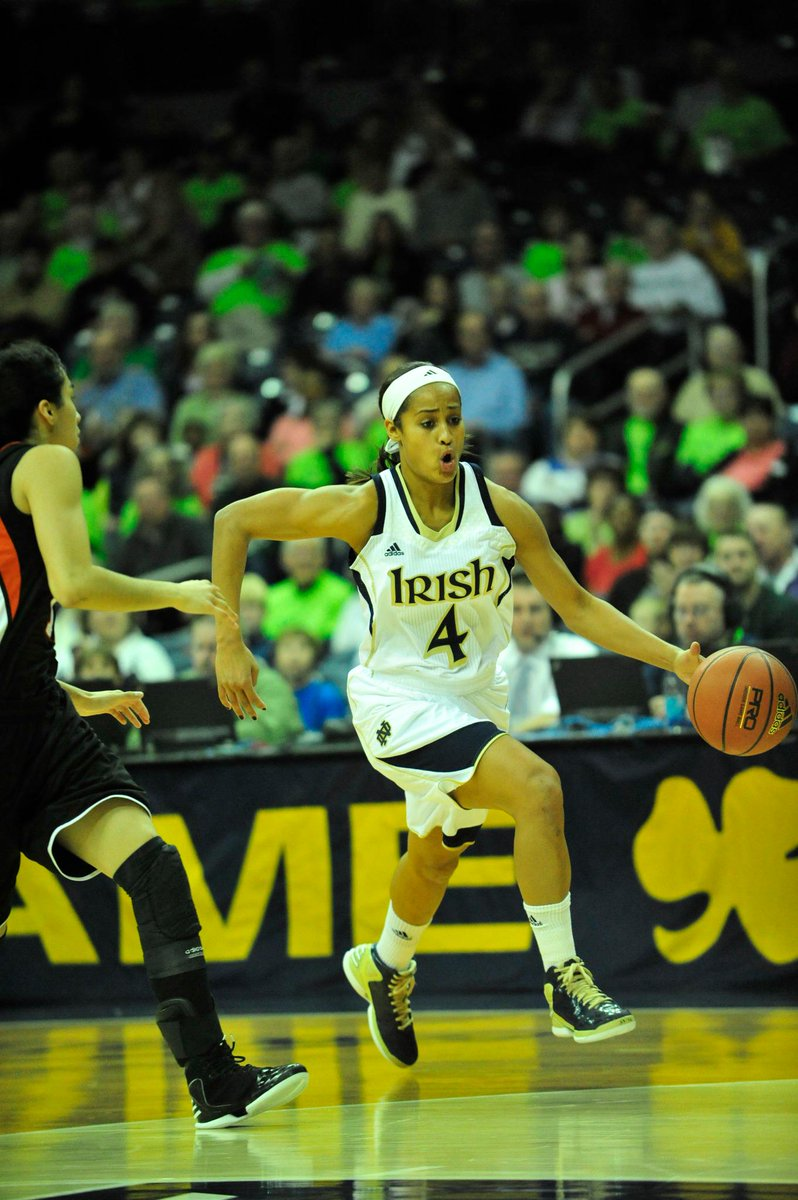 #TBT to @SkyDigg4 - 1st @ndwbb player to reach 2,000 pts,500 asts & 500 rbs. Photo cred. Bro. Charles McBride, C.S.C http://t.co/dNvVEsy4YY