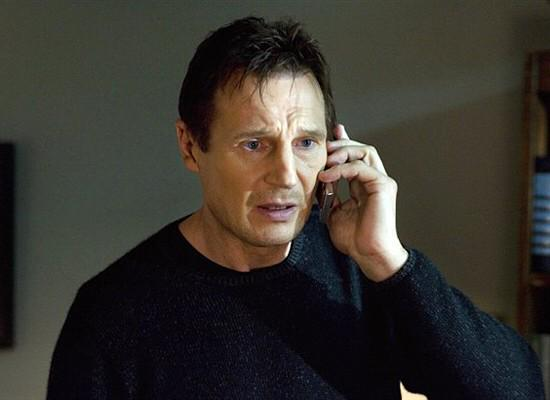 I knew Ian Beale reminded me of someone on the phone at the end there....#EELive http://t.co/E1fUDdjlCH