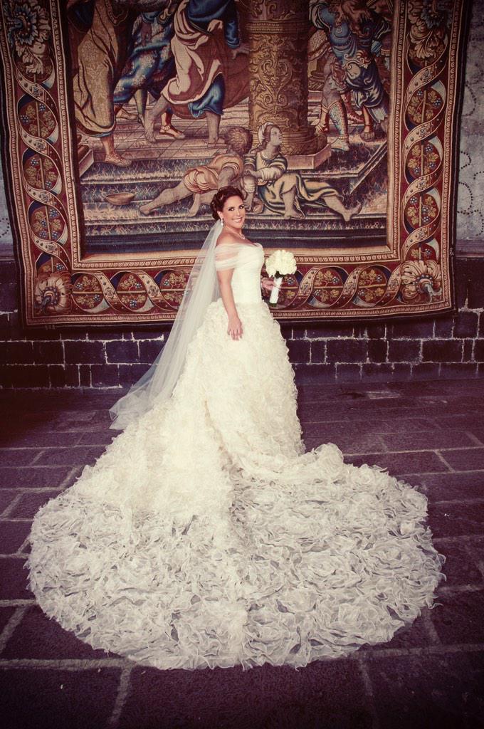 ¡4 años! ¡Qué rápido pasa el tiempo! @davidsalomonr ¡Me hiciste el vestido de novia mas bello del mundo! 😘😘 http://t.co/bsRR7qoFWM
