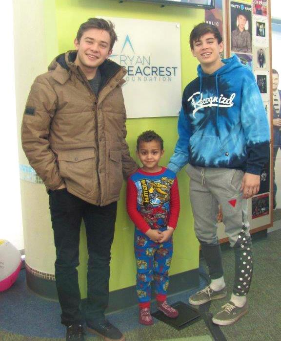 Many thanks to @HayesGrier & @TheAlecBailey for a super fun visit at @LevineChildrens today! #DigiTour http://t.co/HXNBXXsviC