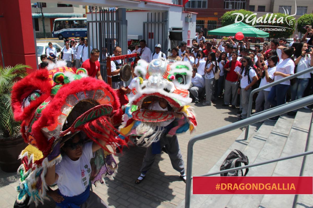 Feliz #añonuevochino twitteros! #dragondgallia hoy visitó el campus! http://t.co/kG0Alxuwq6