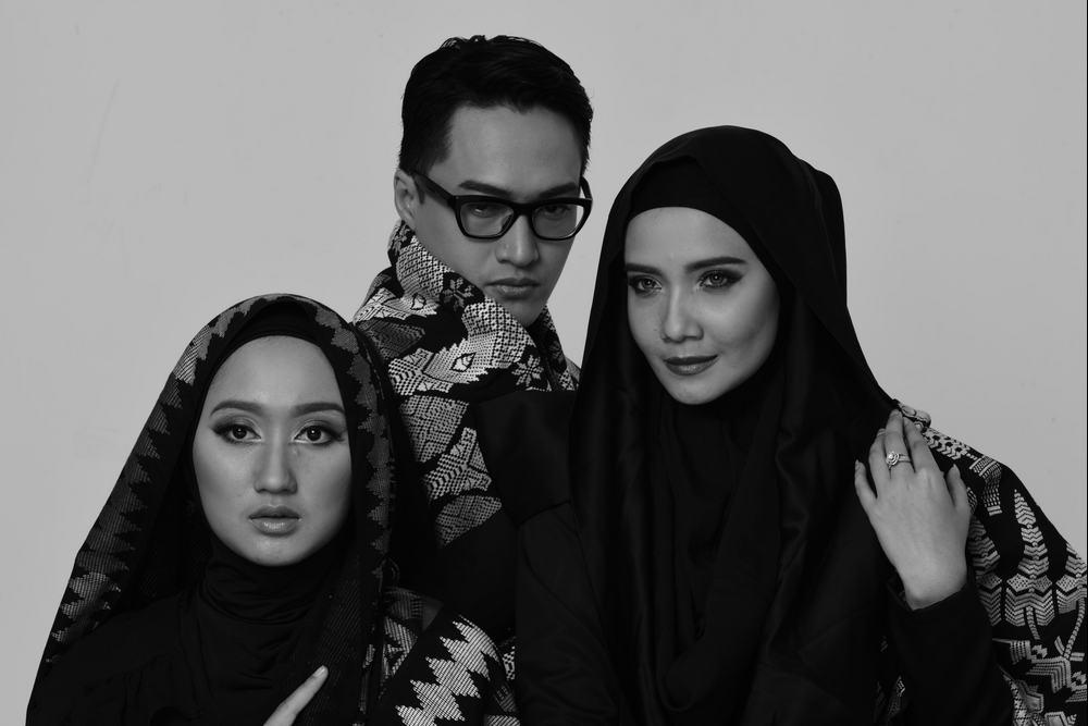 #liputankhusus Sukses Tampil di NY, 3 Desainer Indonesia Jadi Sorotan Media Internasional http://t.co/RANNQir0Cb http://t.co/CzOpA3Pu7z