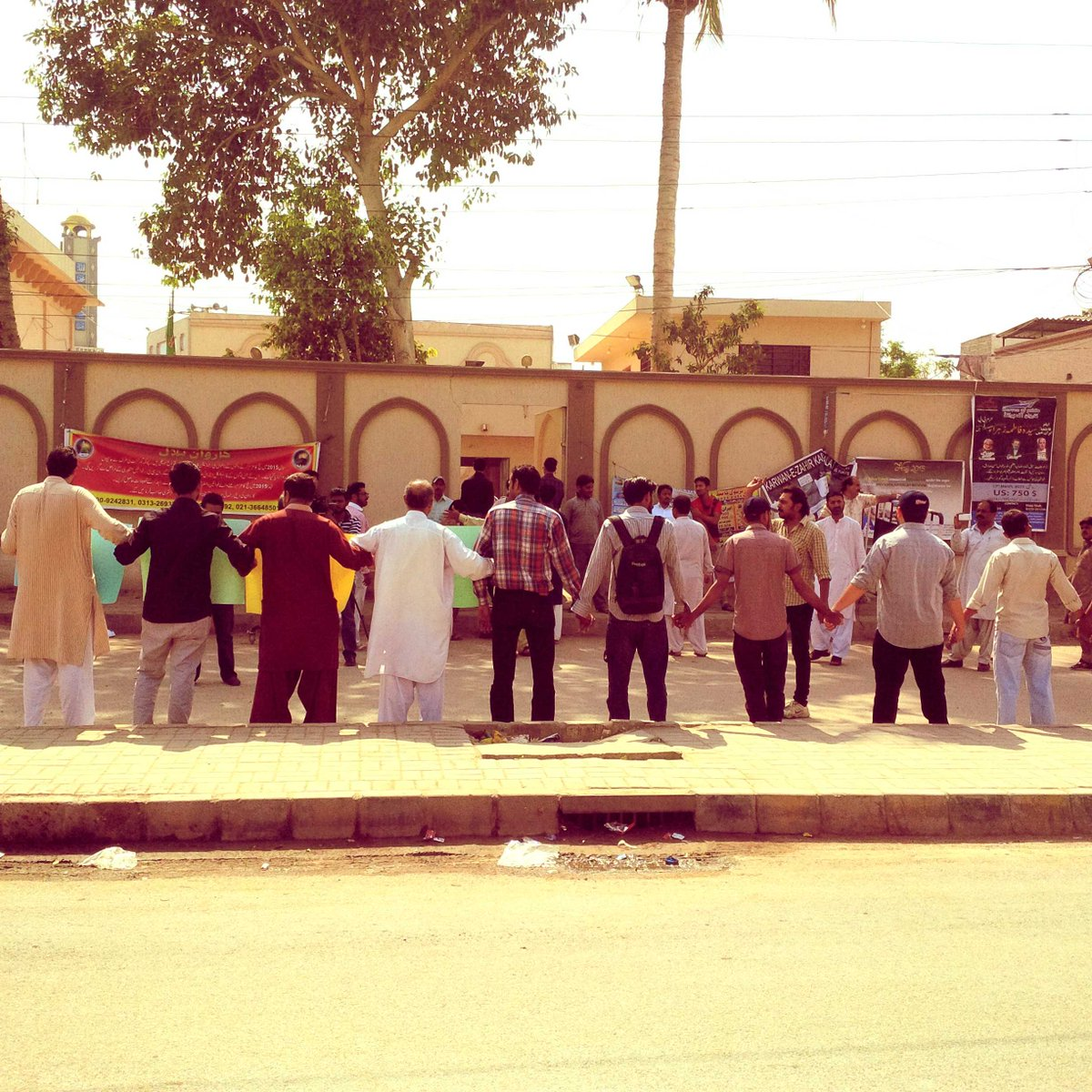Shias, Sunnis, Hindus and Christians forming human chain infront of Imam Bargah right now #ShiaGenocide http://t.co/u2S6Bd9cQ3