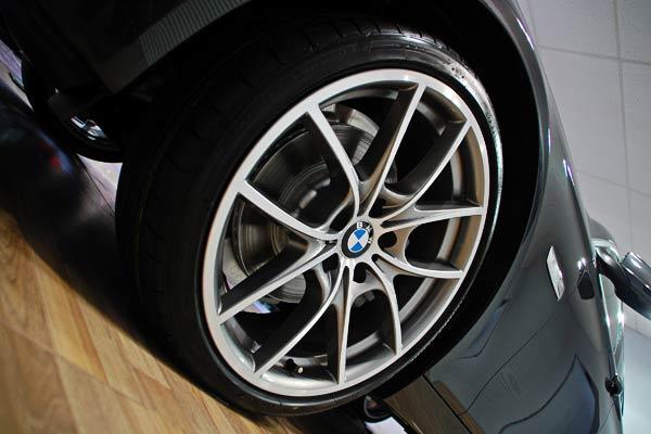 Pelek Mobil terlihat bersih dan kinclong - AnekaNews.net
