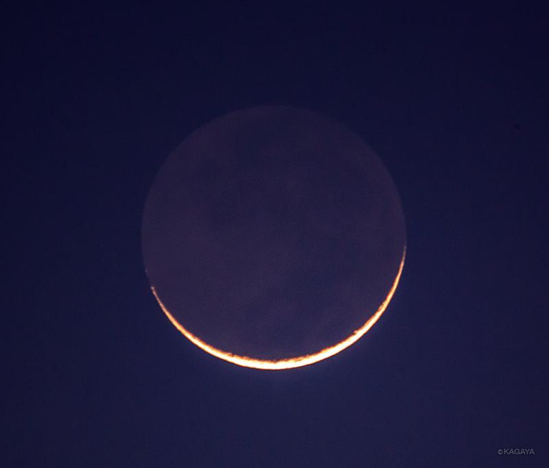 今撮影した西空低くの月です。月齢1。細いですね。地球照も見えています。 pic.twitter.com/cpBqUS24qq