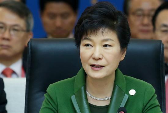 "#kctu 진실 판단 하는 헌법기관은? RT @Davan_Khan 박근혜, ""국정원으로부터 도움받은 적 없다"" vs 고등법원 ""도움 준 것 맞다"" http://t.co/CO74iiIGmJ"