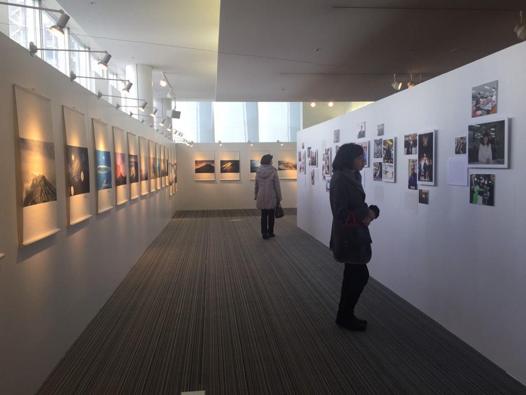 富山市民プラザ2階 グラスアートギャラリーで開催の写真展。「海を渡った富士山」と「富山の看板男&女」展スタート。本日、14時から15時はトークショー。3月29日迄。拡散お願いしま〜す。http://t.co/SdXVn6fCYy http://t.co/9EmqZVzHfU