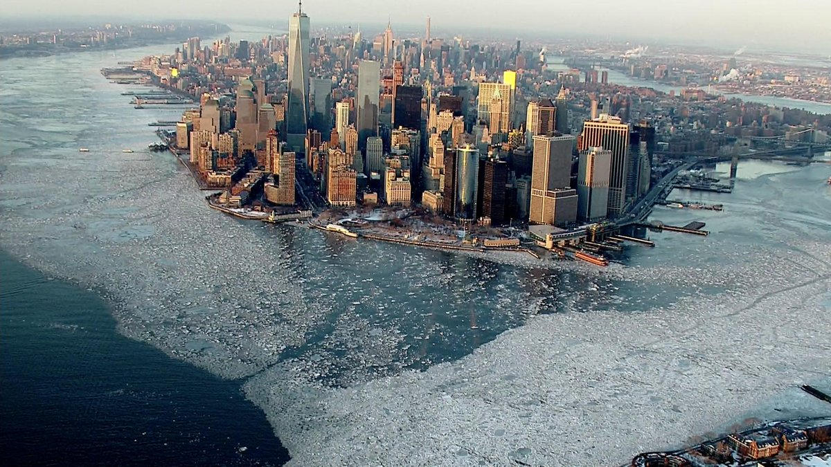 Wow, what a shot. Ice surrounds #NYC on a cold day .@VinitaCBS has more on the record freeze http://t.co/eeO0GFW8Jl